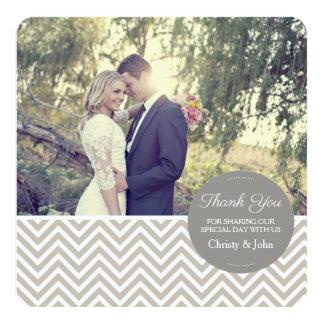灰色のシェブロンの結婚式のサンキューカード カード