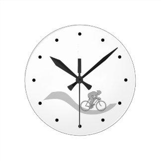 灰色のスタイリッシュなサイクリングのテーマのデザイン ラウンド壁時計