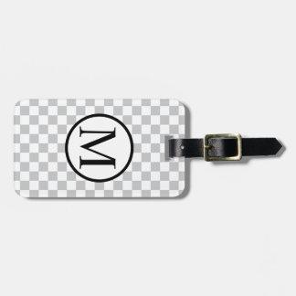 灰色のチェッカーボードが付いているシンプルなモノグラム バッグタグ