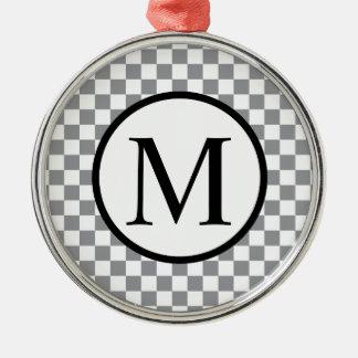 灰色のチェッカーボードが付いているシンプルなモノグラム メタルオーナメント