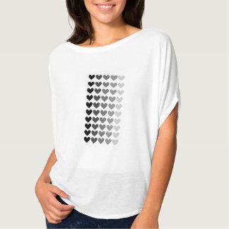 灰色のハートの形の50の陰 Tシャツ