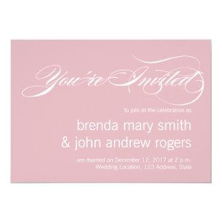 灰色のピンクのシンプルな原稿のモダンの結婚式招待状 カード