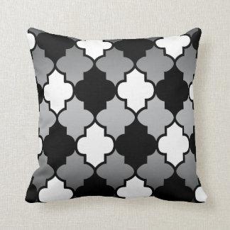 灰色のブレンドの白く及び黒いクローバーパターン クッション