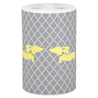灰色のモロッコの格子の黄色いダックスフント バスセット