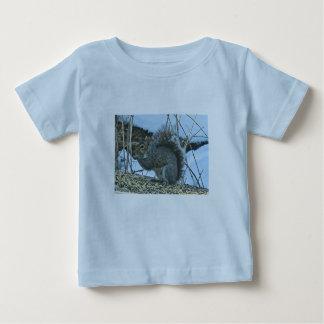 灰色のリスのベビーの乳児のTシャツ ベビーTシャツ