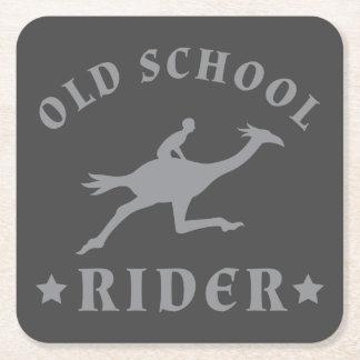 灰色の古い学校のライダー スクエアペーパーコースター