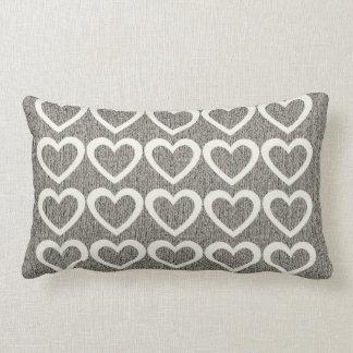 灰色の居心地のよい羊毛質のクリーム色のハートの枕 ランバークッション