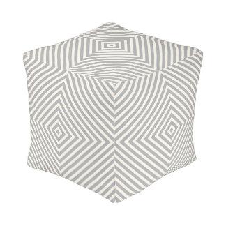 灰色の幾何学的な箱のストライプパターン プーフ