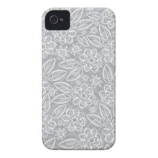 灰色の敏感な白い花 Case-Mate iPhone 4 ケース