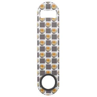 灰色の正方形の速度の栓抜きを持つ黄色バラ スピードボトルオープナー