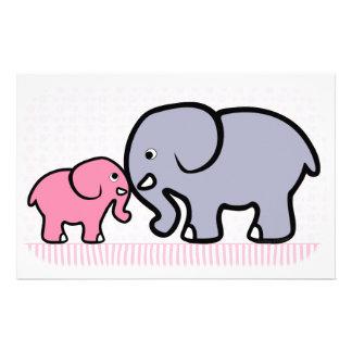 灰色の母およびピンクのベビー象 便箋