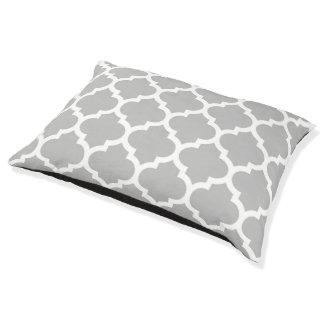 灰色の灰色白のモロッコのクローバーパターン#5 ペットベッド