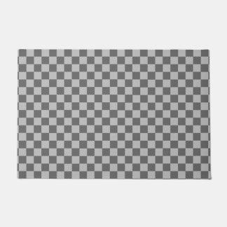灰色の組合せのクラシックのチェッカーボード ドアマット
