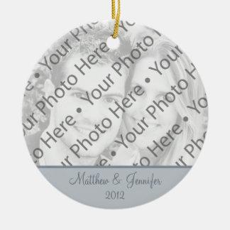 灰色の結婚式の写真のクリスマスのオーナメントの記念品 セラミックオーナメント