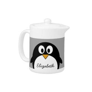 灰色の背景を持つかわいい漫画のペンギン