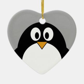 灰色の背景を持つかわいい漫画のペンギン セラミックオーナメント