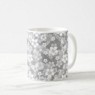 灰色の花のマグ コーヒーマグカップ