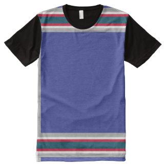 灰色の赤と白のトリムが付いている青 オールオーバープリントT シャツ