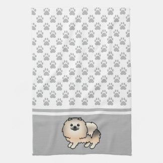灰色の足パターンとのクリーム色のクロテンのポメラニア犬 キッチンタオル