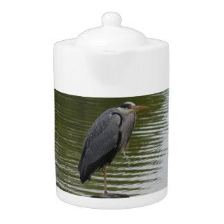 灰色の鷲のティーポット