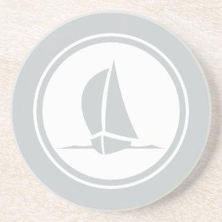 灰色のsloopのヨットの航海のな砂岩コースター コースター