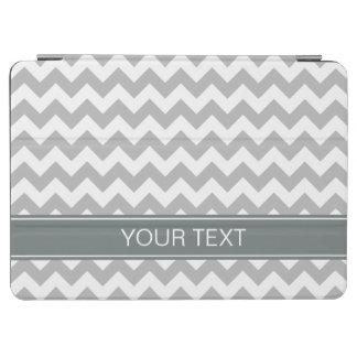 灰色白いシェブロンのジグザグ形7Pの木炭名前のモノグラム iPad AIR カバー