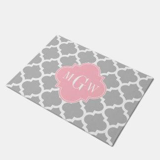 灰色白のモロッコ#5ピンク3の最初のモノグラム ドアマット