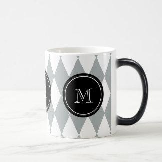 灰色白の道化師パターン、黒いモノグラム マジックマグカップ