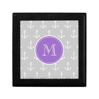 灰色白はパターン、紫色のモノグラムを固定します ギフトボックス
