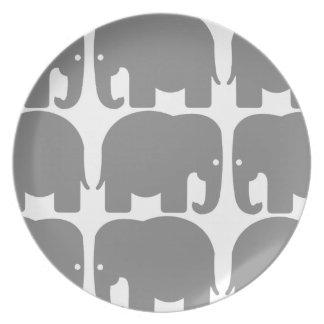 灰色象のシルエットのプレート プレート