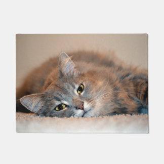 灰色、タンのShirleyテイラー著白い長い髪猫 ドアマット