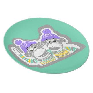 灰色、ミント、黄色、紫色のソックス猿のプレート プレート