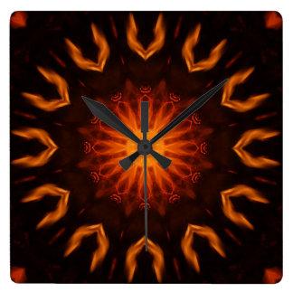 炎で造られる スクエア壁時計