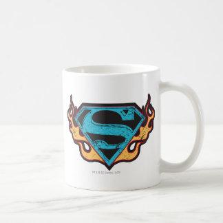 炎とのSupergirlの青いロゴ コーヒーマグカップ