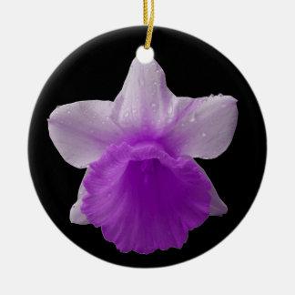 点滴注入のラッパスイセンの紫色のカスタムな誕生日 セラミックオーナメント