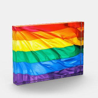 無地のなプライド-ゲイプライドの旗のクローズアップ 表彰盾