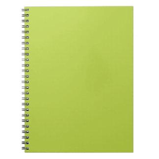 無地のな貨幣は緑のメモ帳を撃ちます ノートブック