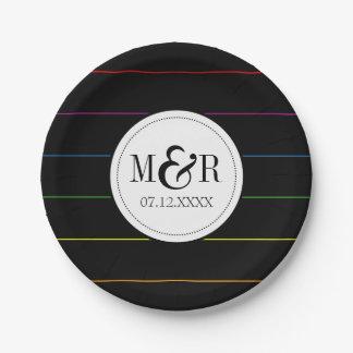 無地のな黒LGBTの結婚式の細い縦縞の虹 ペーパープレート