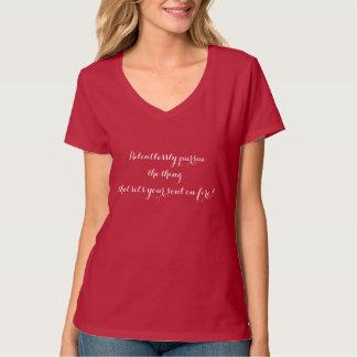 無情にあなたの精神を置く事を追求して下さい Tシャツ