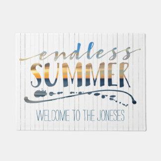 無限の夏の熱帯休暇の日没のタイポグラフィ ドアマット