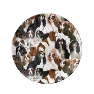 無頓着なスパニエル犬の磁器皿 磁器プレート