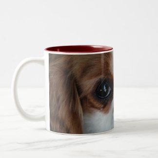 無頓着なチャールズ王の子犬ガラスのマグ ツートーンマグカップ