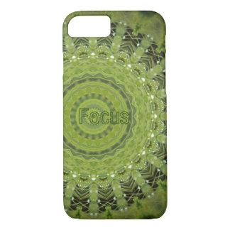 焦点が付いている芝生の曼荼羅 iPhone 7ケース