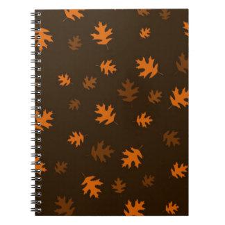 焦茶に対するオレンジ秋のカシの葉 ノートブック