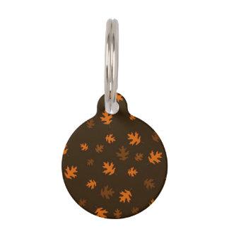 焦茶に対するオレンジ秋のカシの葉 ペット ネームタグ