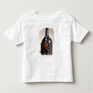 焦茶のボトル、おそらくNailsea トドラーTシャツ