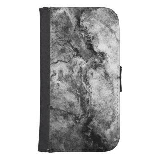 煙によって縞にされる白黒の大理石の石の終わり
