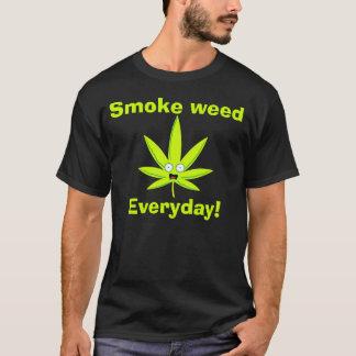 煙の雑草 Tシャツ