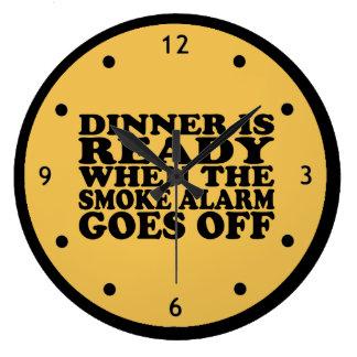 煙探知器が時計を離れて行く時準備ができた夕食 ラージ壁時計