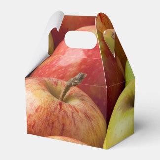熟した及びカラフルなりんご- フェイバーボックス